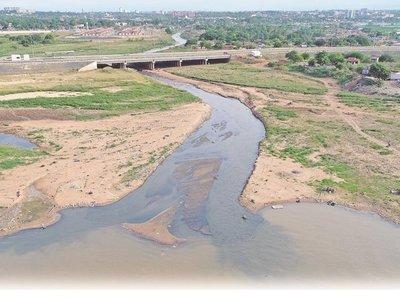 Arroyo Mburicaó: Las aguas bajan turbias