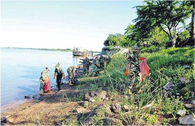 Limpian y arborizan ribera del río Paraguay en Antequera