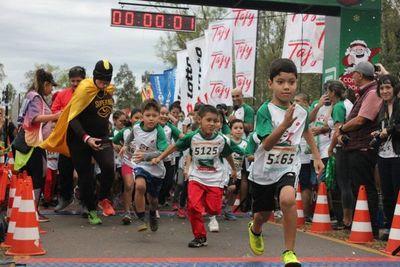 """Unas 800 personas corrieron """"Por una navidad sin violencia"""""""