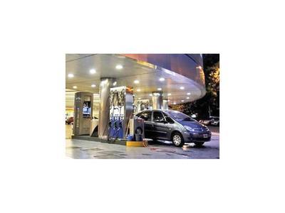 El combustible sube en medio de fuerte inflación en Argentina