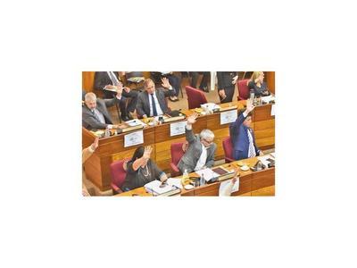 Movidas de fichas en el Senado ahora benefician al Frente Guasu