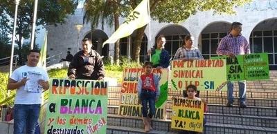 HOY / Docentes e OTEP exigen reponer a Blanca Ávalos