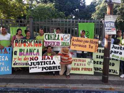 Docentes de la OTEP en vigilia por la reposición de Blanca Ávalos