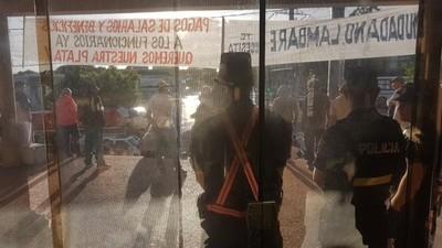 Huelga en Lambaré: Acusan a sindicalistas de cometer actos de vandalismo