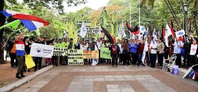 Docentes volverán a manifestarse en busca del aumento desde abril