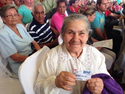 A noviembre, 198.207 adultos mayores reciben la pensión alimentaria del Estado