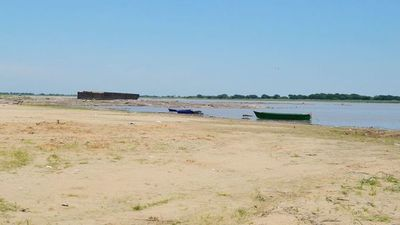 Alertan a bañistas sobre riesgo de ingresar a aguas tan bajas