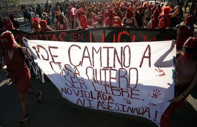 """""""Y la culpa no era mía"""": chilenas se vuelcan a confesar sus historias de abusos"""