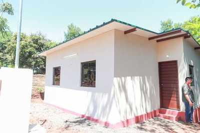 Pobladores de Capitán Meza acceden a viviendas propias