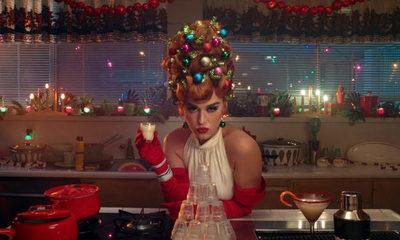 Katy Perry se adelanta a la Navidad en su nuevo video musical