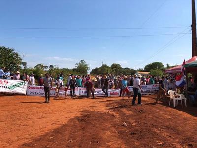 Pobladores piden pavimentación en Mbaracayú y paralizan puerto con manifestación