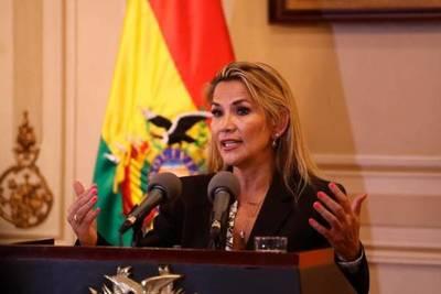 La presidenta interina de Bolivia hace los primeros ajustes en su Gobierno