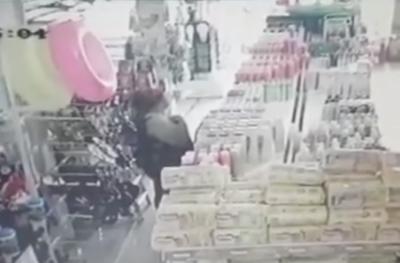 HOY / Mujer robó productos y los guardó en su ropa interior, tiene 13 antecedentes