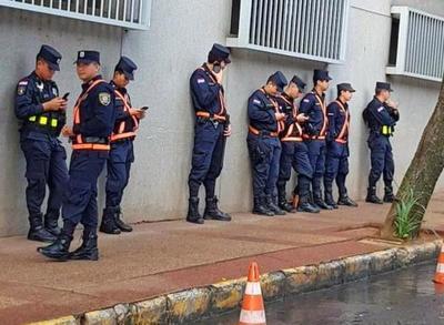 Ministro del Interior quiere 'racionalizar' policías custodios de políticos