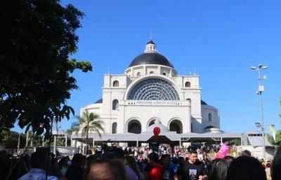 """Monseñor Medina """"prendió el ventilador"""" en Caacupé: criticó a políticos, jueces y fiscales"""