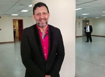 Celeste Amarilla no quiere litigar en igualdad de condiciones, asegura Víctor Bogado