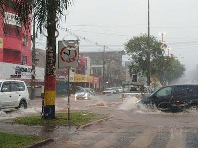 Torrencial lluvia inunda Encarnación