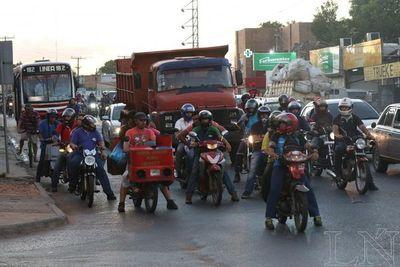 Motociclistas sin casco no podrán cargar combustible en servicentros, proponen
