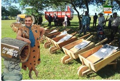 Donación de carretillas de madera genera burlas en redes y memes apuntan a Mario Abdo