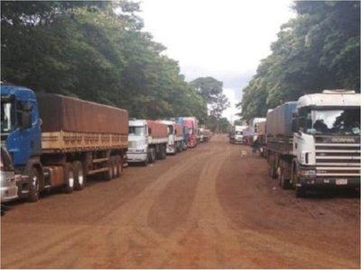 500 camiones con granos están varados en la frontera