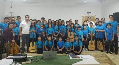 San Juan Bautista; emotivo acto de clausura de cursos de guitarra, inglés, canto y coro