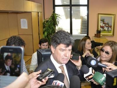 Efraín Alegre sería demandado por los préstamos de la última campaña