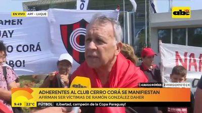 Adherentes al Club Cerro Corá se manifiestan