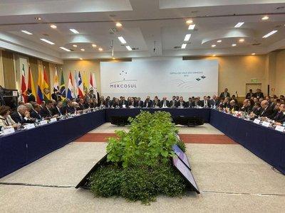 Macri se despide e insta al Mercosur a redoblar la democracia y el diálogo