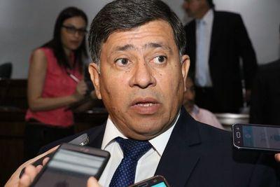Funcionarios celebran la detención de Gómez