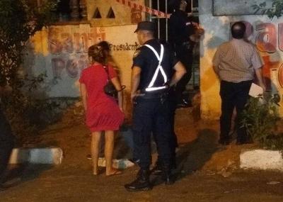 HOY / Hombre muere degollado en Sajonia: la esposa y la cuñada están detenidas