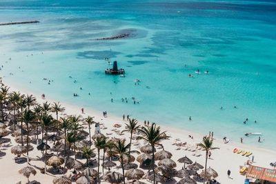 Aruba prohíbe algunos bronceadores para preservar medio ambiente