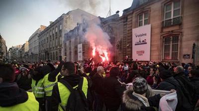 Miles de personas en las calles en huelga masiva que desafía reforma de Macron