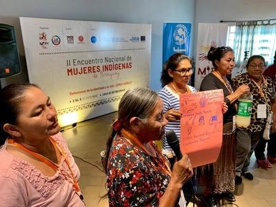 Mujeres indígenas se declaran defensoras de la identidad y de la vida