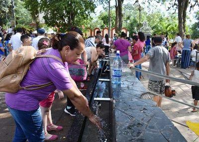 Agua y baños sanitarios están para peregrinos