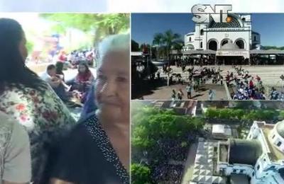 Fieles llegan a la Villa Serrana para honrar a la Virgen