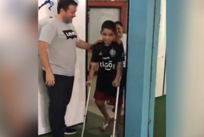 ¡Paso a paso! Juvenil olimpista se despide de a poco de la silla de ruedas