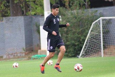 Jorge Arias iría de lateral ante Guaraní