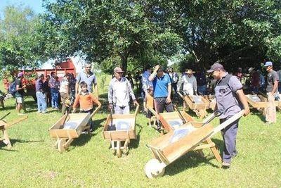 Donación de carretillas de madera fue por pedido de los propios oleros