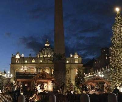 Inauguran en el Vaticano pesebre y árbol de Navidad