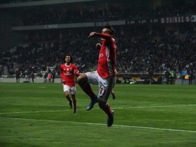 El Benfica gana al Boavista y sigue líder
