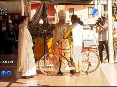 Donó bici que usó por 10 años para  ir junto a la Virgencita