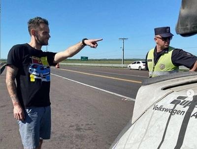 Corredor estadounidense denuncia a policía paraguayo por coima