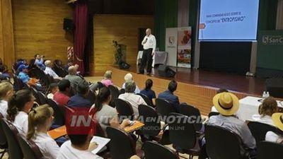 """PRESENTAN LIBRO """"DISRUPCIÓN DEL AGRONEGOCIO EN EL PARAGUAY"""""""