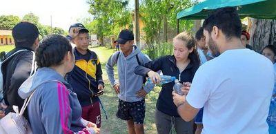 Jóvenes asisten a peregrinos en Pirayú