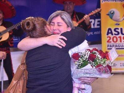 Pudo abrazar a su madre biológica tras una espera de 43 años