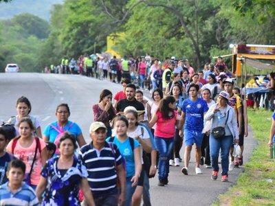 Fe católica empuja a caravana de promeseros a arribar la loma
