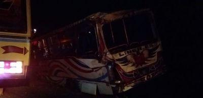 Diez heridos tras choque de buses