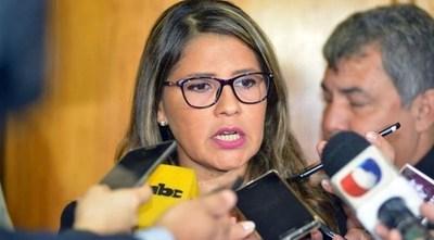 """Ministra pide """"dejar de dar soldados"""" al crimen organizado"""