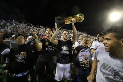 La dedicatoria de Olimpia para Cerro Porteño en el festejo