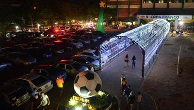 Con respaldo de empresas, instalan atractivo lumínico en Franco